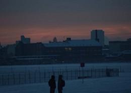 Tempelhofer Flughafen abends im Winter